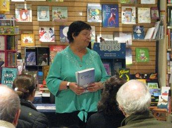 lecture de Micheline Duff, autrice lavalloise. Photographie de Béatrice Lange
